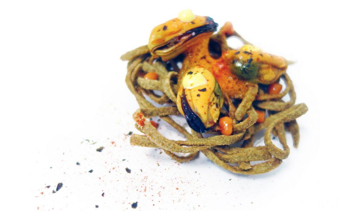 Crujiente de fideos con mejillones Espinaler