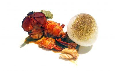 Bogavante, bechamel de coral y globo de mozzarella