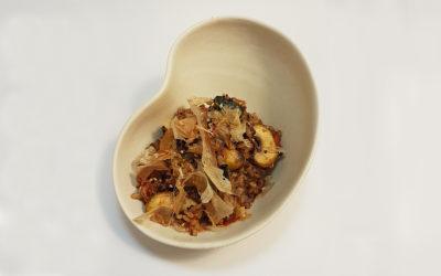 Arroz frito con kimchi, setas y gambas