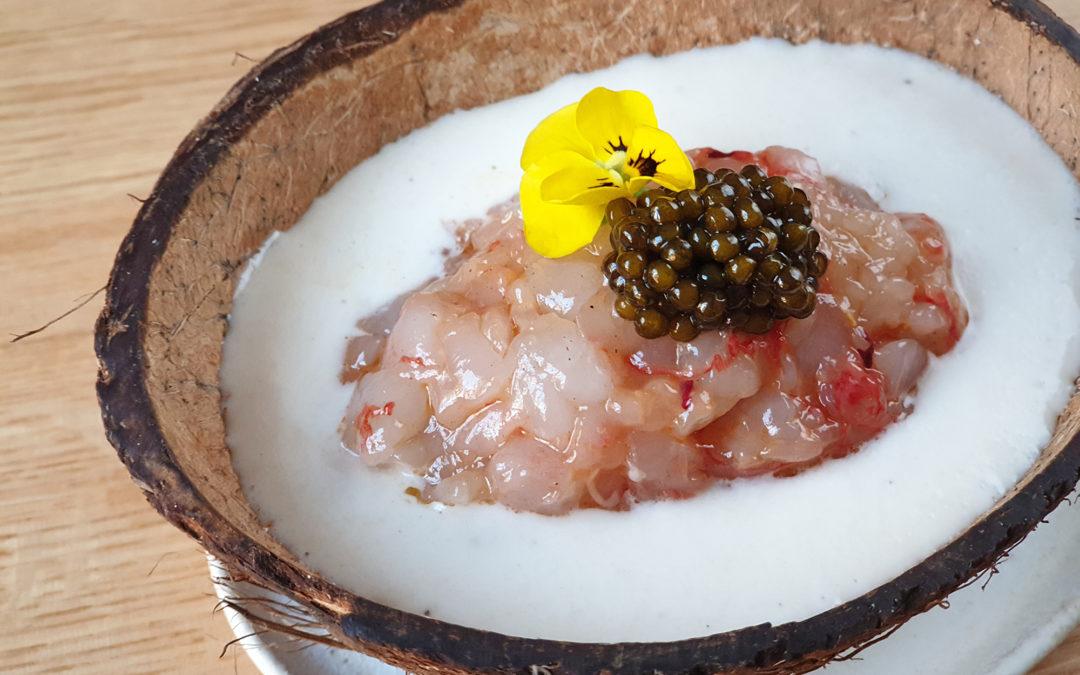 Receta de ajoblanco de coco, tartar de gamba roja y caviar